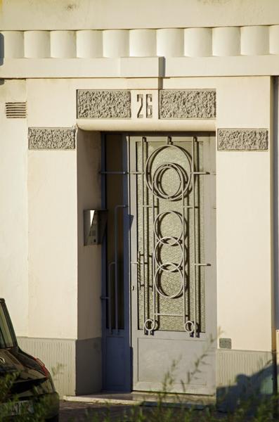 Immeuble (détail entrée) - Le Havre - Véloroute de la côte d'albâtre