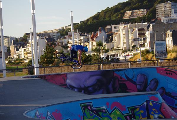 Saut en vélo - Le Havre - Véloroute de la côte d'albâtre