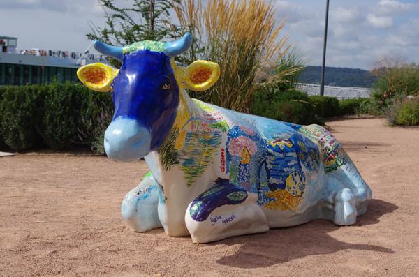 Vache en résine - Caudebec en caux