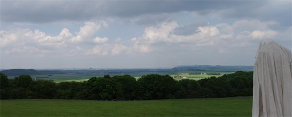 Le dormeur du val - Randonnée permanente FFCT - vue du mémorial de Vimy