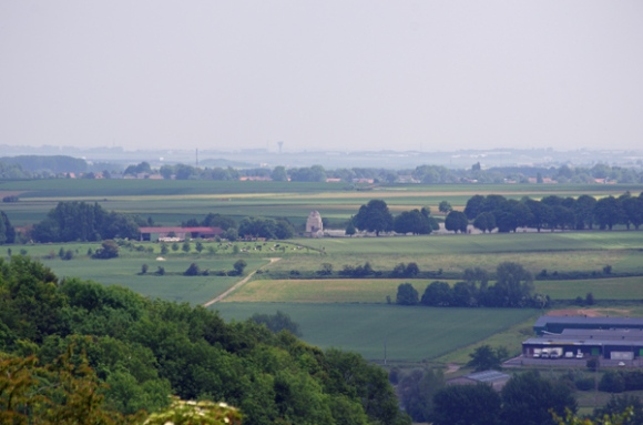 Cimetière militaire de Souchez vu de Notre Dame de Lorette
