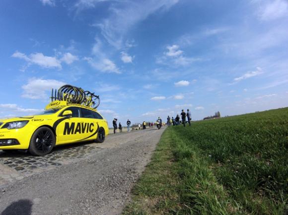 Paris Roubaix 2015 - voiture suiveuse